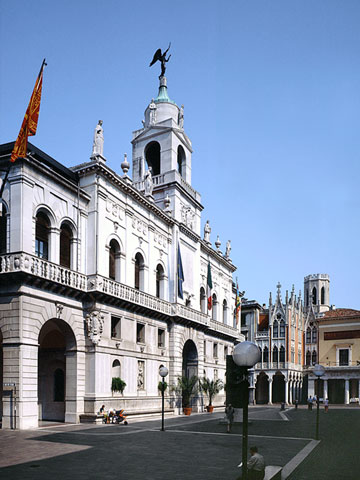 http://www.discoverpadova.com/index.php/en/component/k2/item/359-moroni-palace
